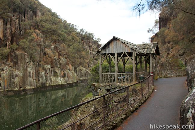 This 3.4-kilometer loop explores an impressive natural area on the edge of Launceston.