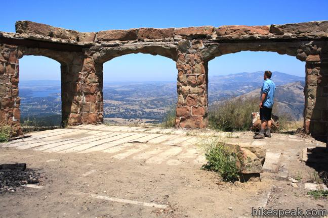 This 0.8-mile hike visits the scenic ruins of an estate home built atop the mountains behind Santa Barbara.