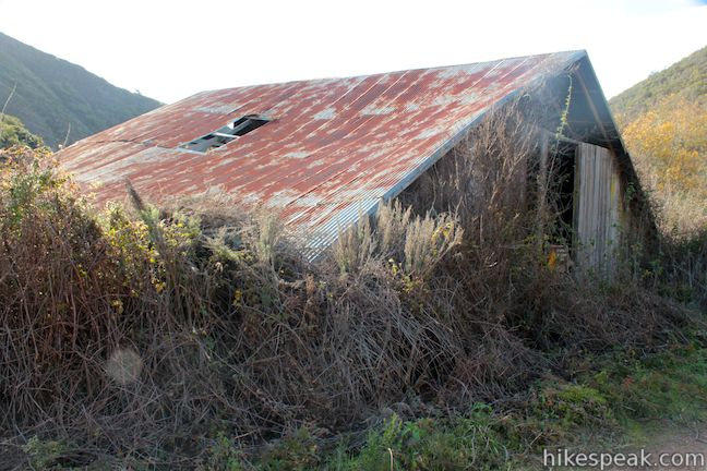 Islay Creek Trail Barn Montaña de Oro