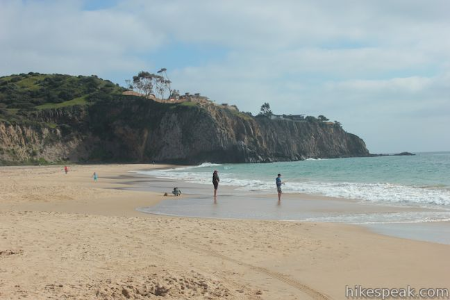 This 2-mile round trip hike ventures down Moro Canyon to a picturesque beach in Crystal Cove State Park.